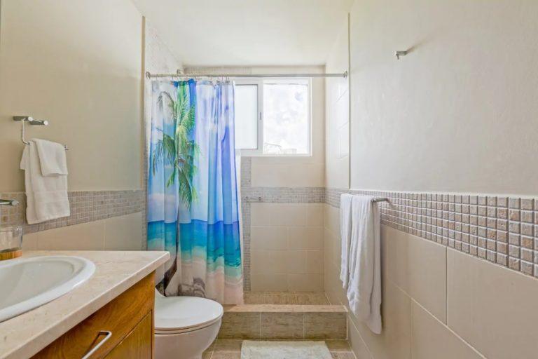 pic-25-guest-bathroom